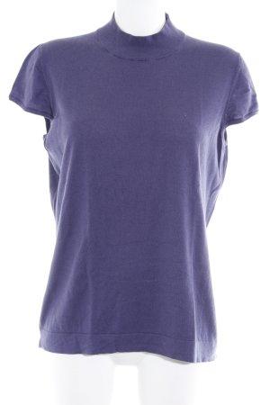Luisa Cerano Camisa tejida violeta azulado look casual