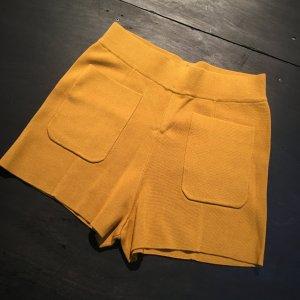 Lust auf Hotpants? Hier sind sie in gelb und gestrickt! Größe S von H&M