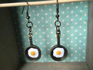 Lustige Ohrringe Ei in der Pfanne!