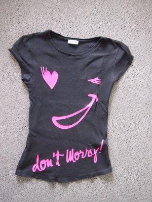 lustiges schwarzes T-Shirt mit linker Aufschrift