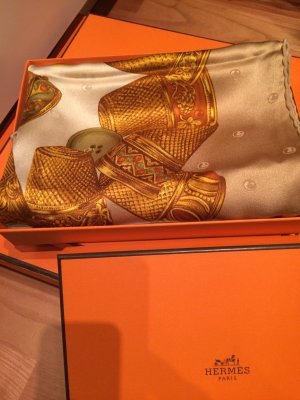 Luxus Seidentuch von Nina Ricci 100% Seide- Letzter  Preis