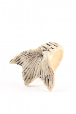 Macabre Statement Ring oatmeal-black reptile print