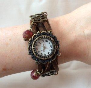 Madam Lili Uhr Armbanduhr mit rote Schmuckperlen braun Echtleder Armband wie NEU
