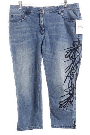 Madeleine Hüftjeans kornblumenblau-stahlblau Street-Fashion-Look