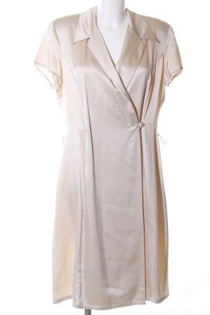 Madeleine Vestido cruzado crema look casual