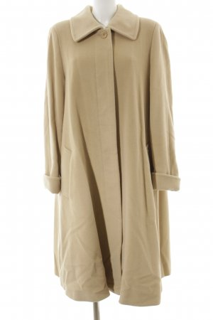 Madeleine Wollmantel beige Street-Fashion-Look