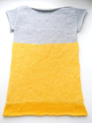 Handmade Abito di maglia giallo-grigio chiaro