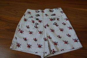 Mädchenhafte Shorts mit Blumenprint von Zara