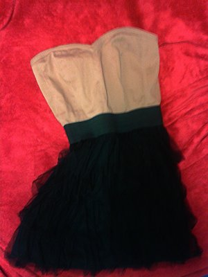 Mädchenhaftes Kleid mit Volant-Größe S