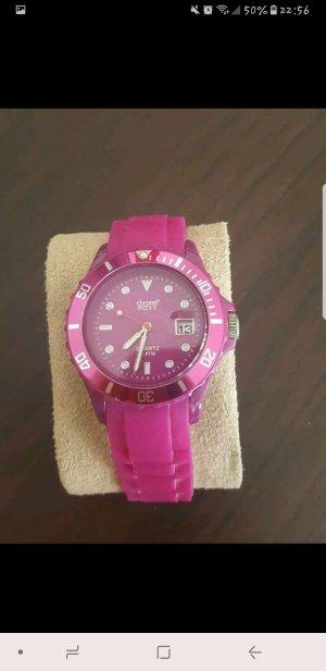 Magenta farbene Uhr
