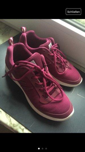 Magentafarbene Sneaker von L.A. GEAR