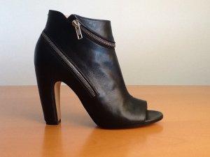 Maison Margiela Peep-Toe Anke Boots, schwarz mit Reisverschluss Detail