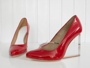 Maison Martin Margiela pour H&M Pumps Plexiglas-Absatz Lackleder, rot, Gr. 40