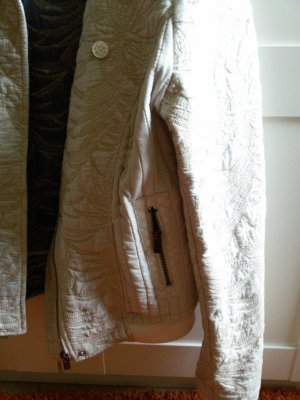 Maison Scotch Jacke Gr. 2, strukturiert durch dezente Stickerei