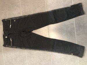 Maison Scotch Jeans /Biker Style mit seitlichen Kunstlederstreifen und bestickten Sternen