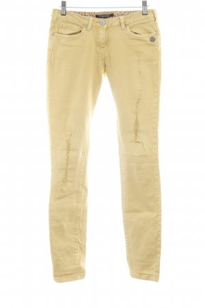 Maison Scotch Vaquero pitillo amarillo oscuro look casual