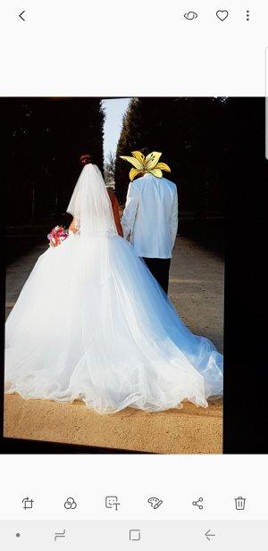 majestätisches Hochzeitskleid