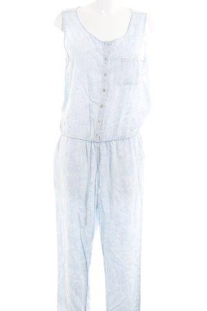 Malvin Jumpsuit weiß-himmelblau Street-Fashion-Look