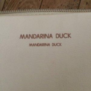 Mandarin Duck Leder Schultertasche in Beige