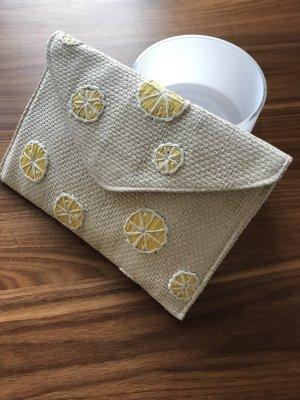 Mango Bast Clutch mit Zitronen