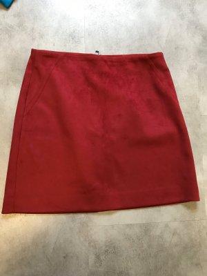 Mango Falda de cuero de imitación rojo oscuro-carmín