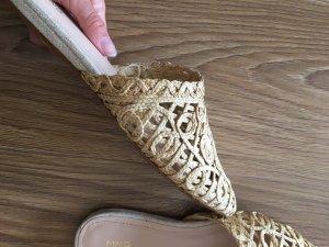 Mango Mules aus Naturmaterialien