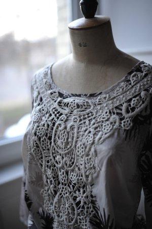 MANGO, schöne Bluse, 1 x getragen, Stickerei, Print