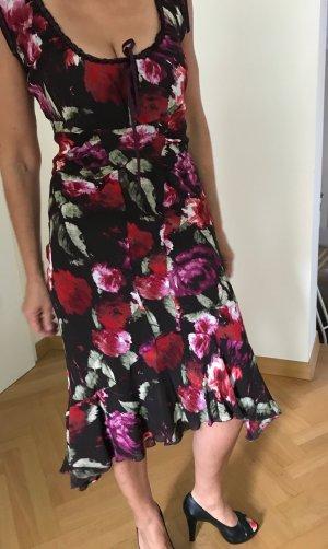 Mango Sommerkleid in spanischem Stil. Kräftiger Blumenprint, viel Temperament im Kleid