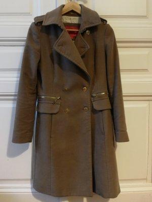 Mango Suit Mantel