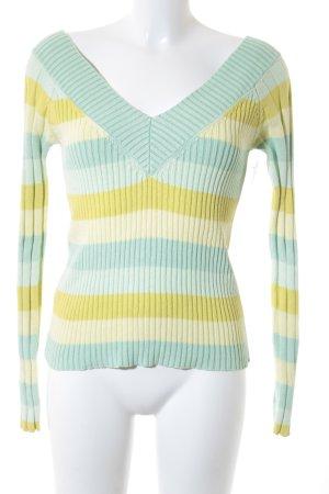 Mango V-Ausschnitt-Pullover Streifenmuster Street-Fashion-Look