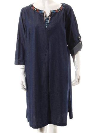 Manon Baptiste Jeanskleid blau Aztekenmuster Ethno-Look
