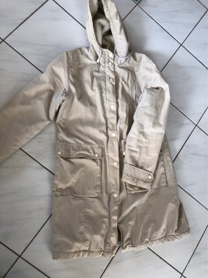 Abrigo con capucha beige claro