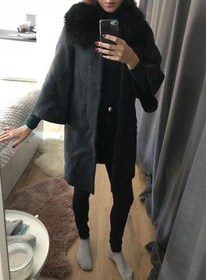 Mantel aus dunkelgrauem Wollstrick Zara