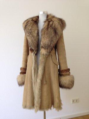 Mantel aus Lammfell mit Fuchskragen, Gr 40