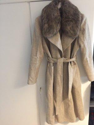 Mantel beige mit Fellkragen