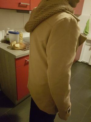 Abrigo con capucha crema