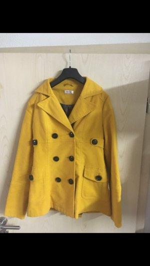 Mantel gr 34 von orsay in einem schönen gelb Ton mit Knopf leiste