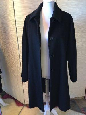 Mantel in schwarz von Modissa