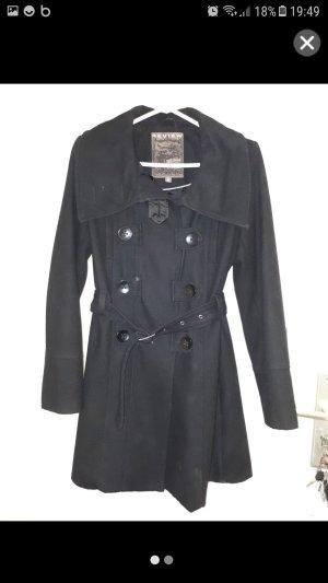Mantel in schwarz zu verkaufen.