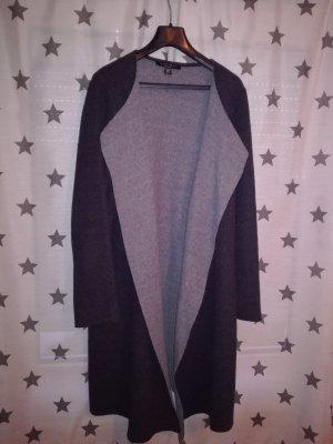 Mantel in zwei grau Tönen