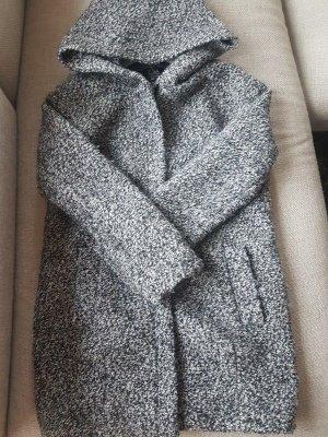 Mantel Meliert Gau Schwarz Weiß XS mit XXL Kragen