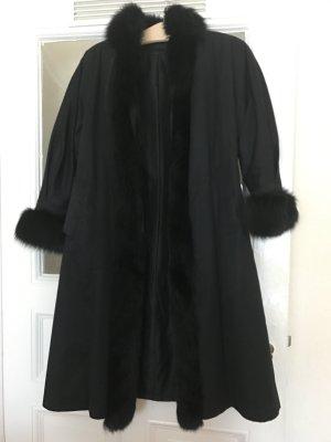 Mantel mit Echtpelz.