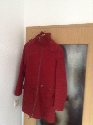 Mantel mit einem angenehmen Kragen und schicker Kapuze