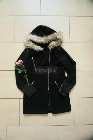 Cappotto in eco pelliccia nero-crema