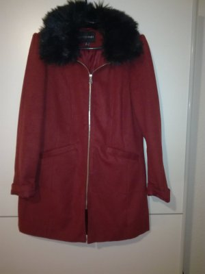 b.p.c. Bonprix Collection Veste en fausse fourrure rouge carmin-bordeau