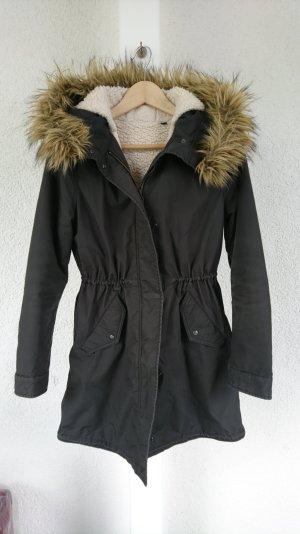 Mantel mit Kunstfellkragen von Uniqlo