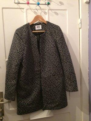 Mantel mit Muster in Grau und Schwarz