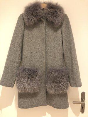 Mantel mit Pelzkragen und Pelztaschen