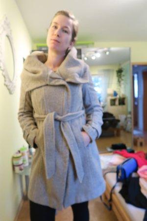 Mantel mit XXL-Kragen von Zara, Fischgrätenmantel, Wintermantel, Oversize, beige, M