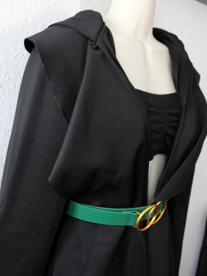Abrigo con capucha negro